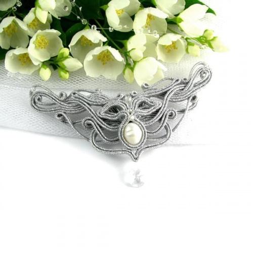 Ażurowy srebrny naszyjnik z perłą