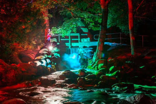 wodospad oliwski w dniu Mozzarta #WodospadOliwski #wodospad #światła #liminescensja