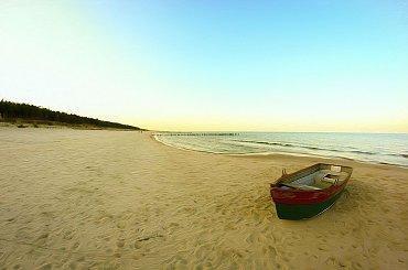 Nadmorska cisza #morze #plaża #łódka #krajobraz