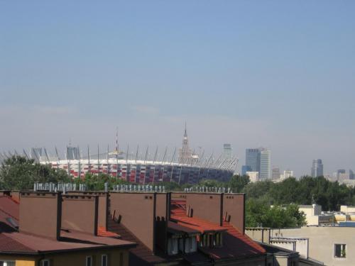 Stadion Narodowy z dachu budynku przy ulicy Grochowskiej #stadion #narodowy #warszawa #widok #dachy