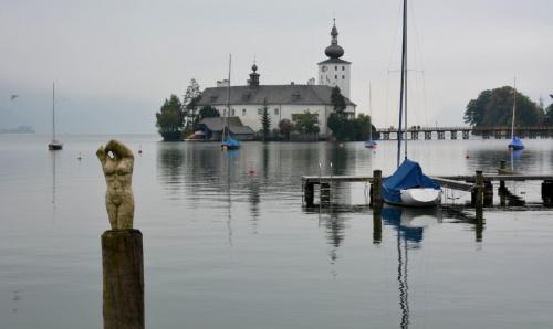 AUSTRIA .... Zamek na wodzie ... Gmunden #Austria #zamek #Gmunden #traunsee #zabytki #zwiedzanie #podróże #woda #CZARNYRYCERZ