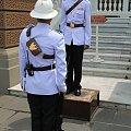 Zmiana warty na terenie Wielkiego Pałacu w Bangkoku #Tajlandia #Bangkok