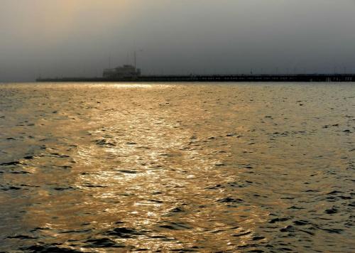 w blasku - złotym #morze #sea #kurort #spa #molo #pier