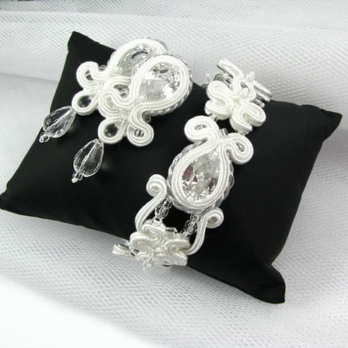 Hand embroidered soutache bridal jewellery