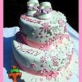 Piętrowy tort na chrzest z bucikami i kwiatuszkami #buciki #Chrzest #TortDlaDziewczynki #TortNaChrzestDlaDziewczynki #TortyKraków #TortyWalentyny